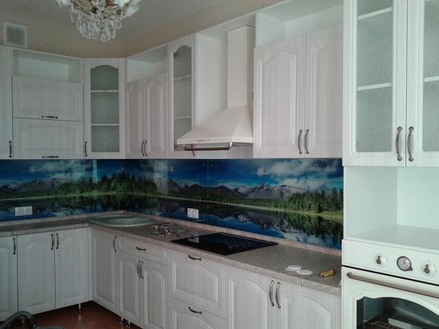 Кухня в сандал белый