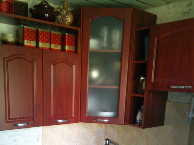 Кухня красное дерево