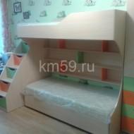 Кровать детская с ортопедическими матрасами двухъярусная, и лесенка-комод зеленый/манго/дуб молочный 36 530 рублей